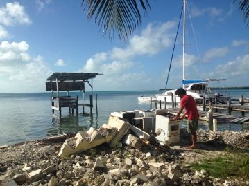 belize_cayecaulker_rubbish