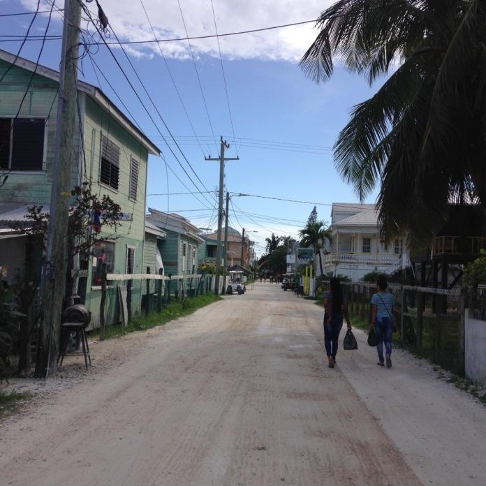 belize_cayecaulker_street