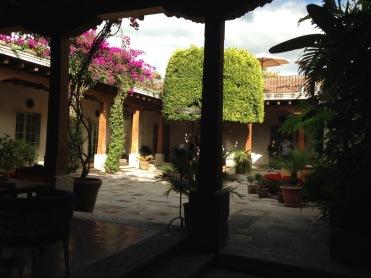 guatemala_antigua_courtyard